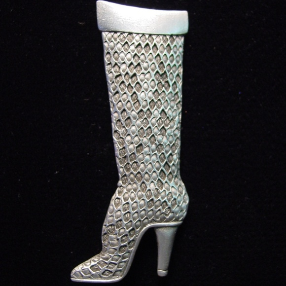 "Jonette Jewelry ""JJ"" Jewelry - 🆕 Jonette Jewelry Textured High Boot Pin Brooch"